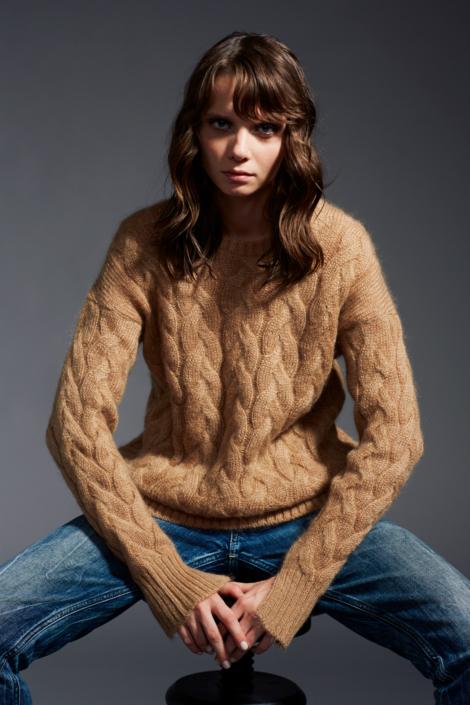 lis-lareida-campaign-fw19_knit-sweater