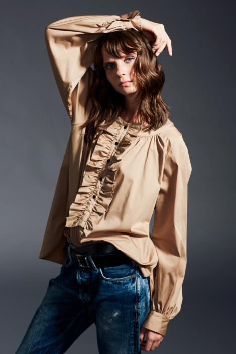 lis-lareida-campaign-fw19_shirt_with_ruffle