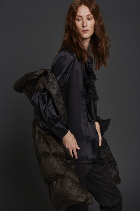 LIS LAREIDA – WATER REPELLENT GOOSE DOWN VEST - SATIN SILK SHIRT