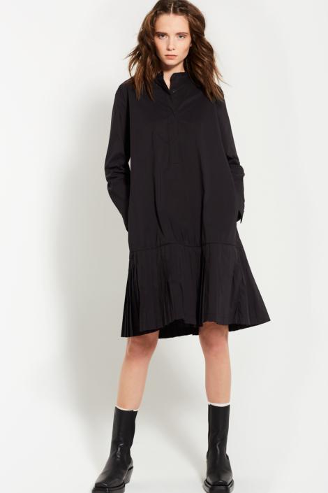 LIS LAREIDA – PERMANENT PLEATED FRONT DETAIL DRESS